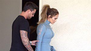 Jennifer Lopez looks en color pastel