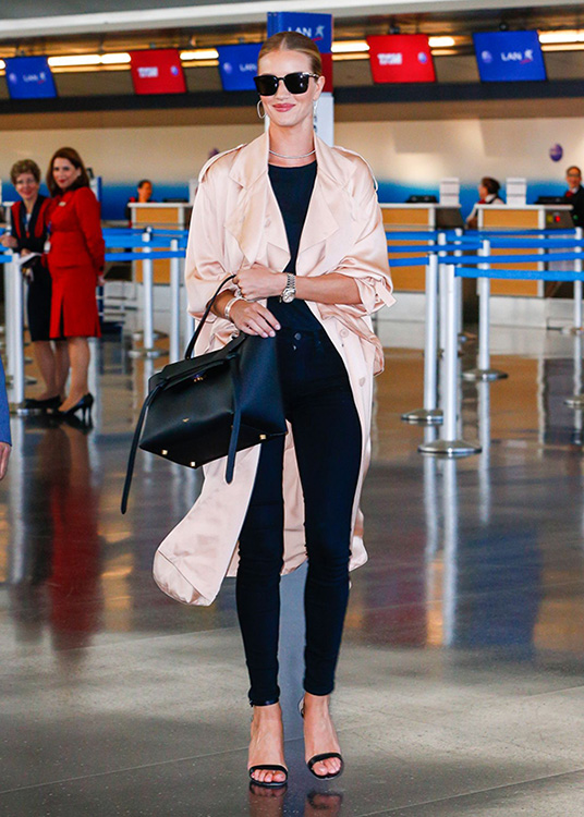 Rosie huntington-Whiteley-in the LA airport -estilo