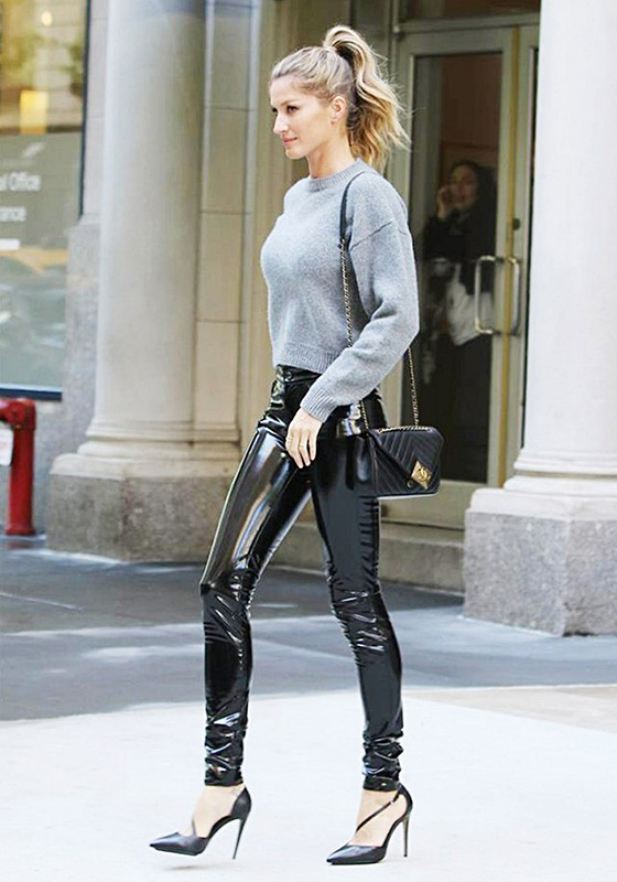 gisele bundchen wearing chanel bag