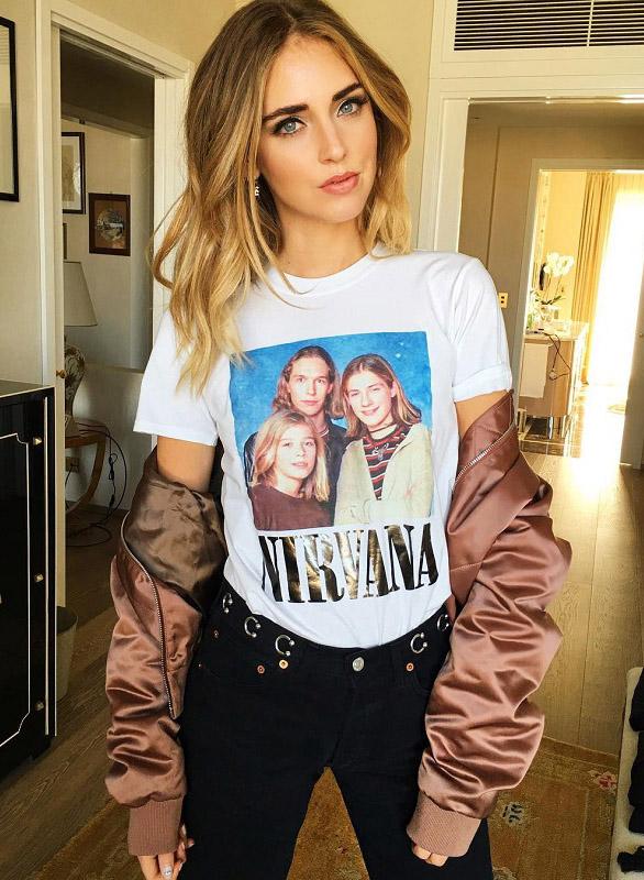 chiara ferragni con camiseta rockera