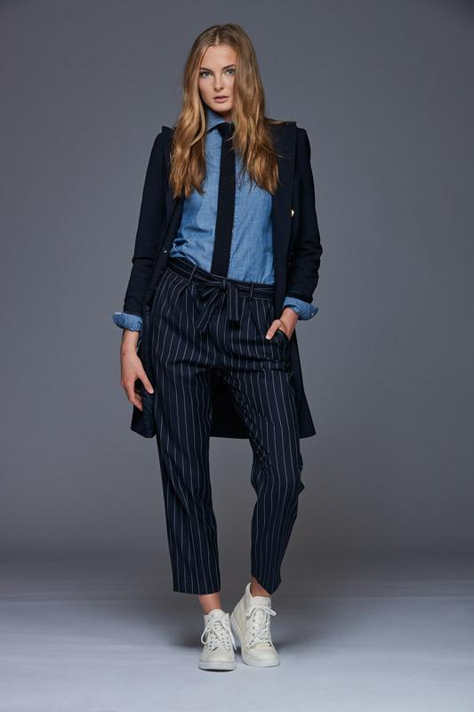 pantalon de rayas diplomáticas