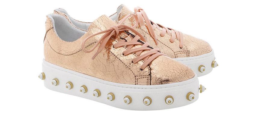 sneakers con perlas de Schutz tendencias ss 2017