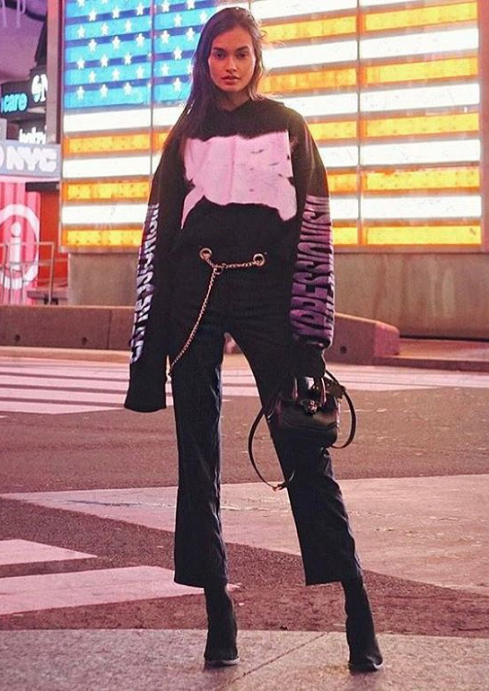 giizele oliveira wearing miaou pants