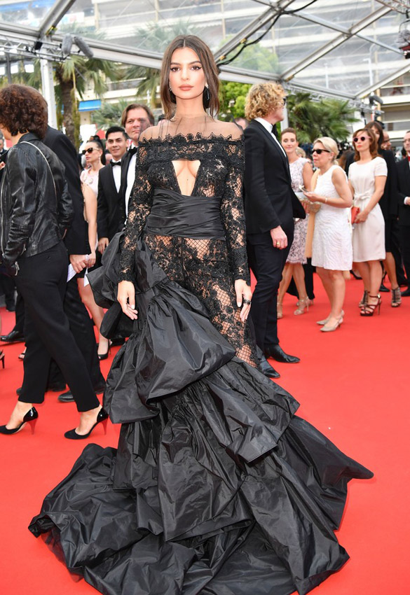 emili ratajkowski in cannes 2017 red carpet