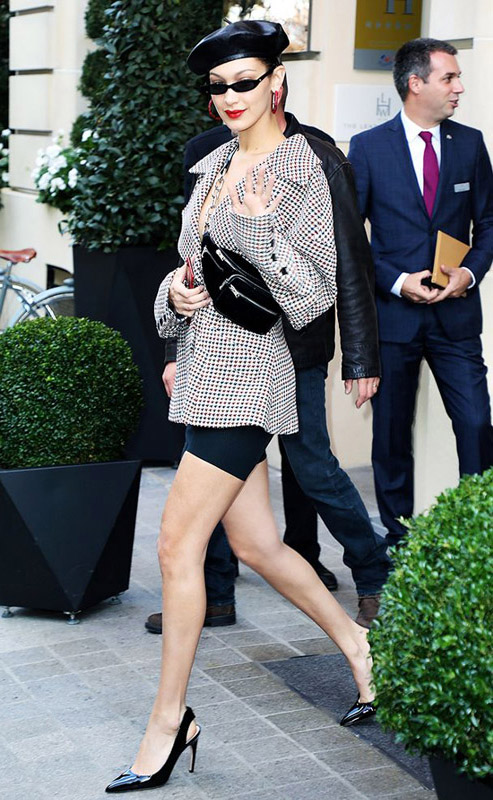 bella hadid usando riñonera o belt bag, bella hadid wearing belt bag