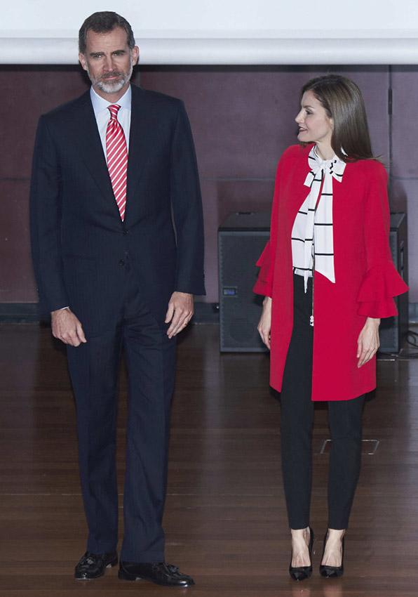 queen letizia of spain in zara coat