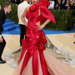 alfombra roja de la gala met